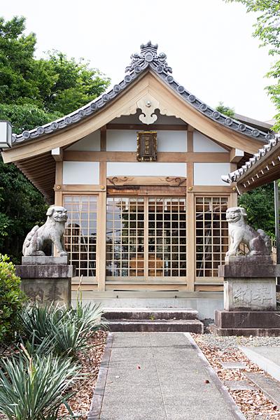八事御嶽神社拝殿前