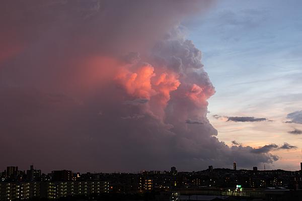 赤い入道雲