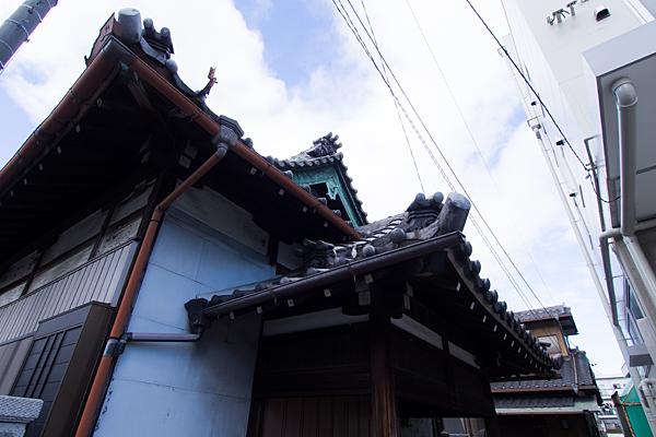 東福寿教会建物の屋根