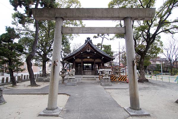 昭明町神明社鳥居と拝殿