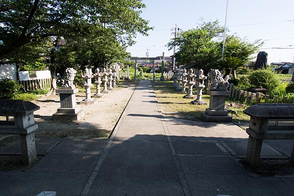 榎津三輪社境内の風景