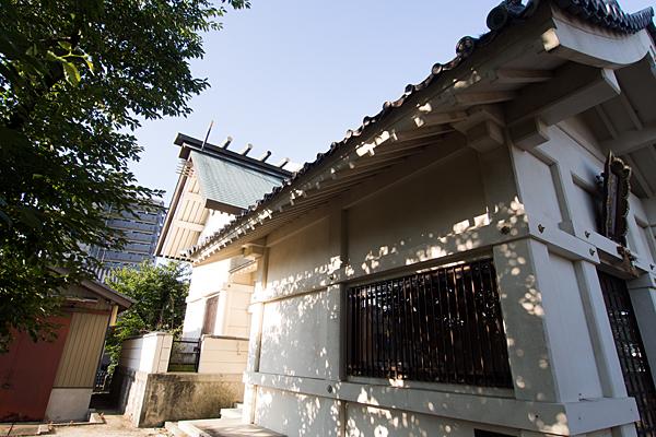 供米田神明社社殿横から