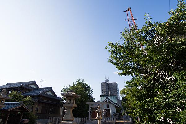 供米田神明社境内と空