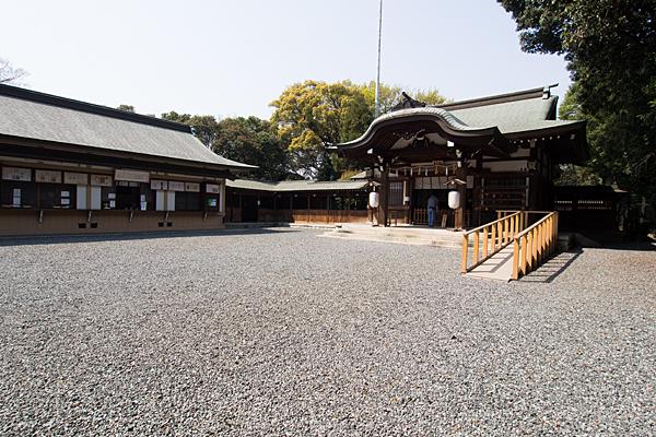 氷上姉子神社拝殿