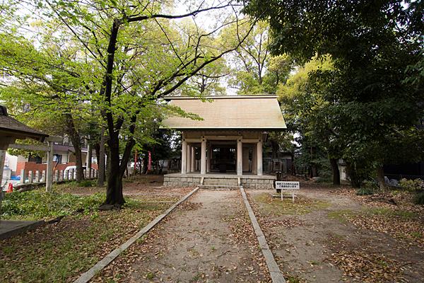 波限神社境内と拝殿