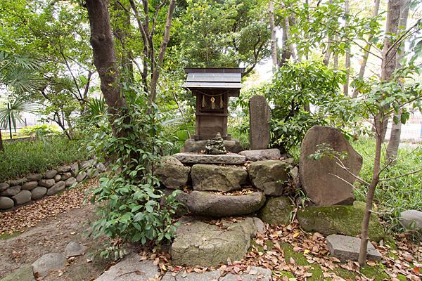 二番熱田社境内社と石碑