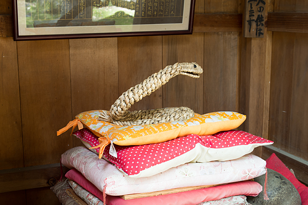 若宮八幡社藁で編まれた蛇