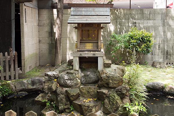 若宮八幡社祠