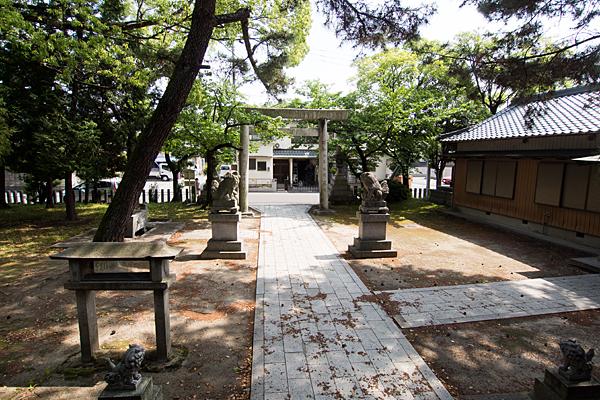國玉神社境内の風景