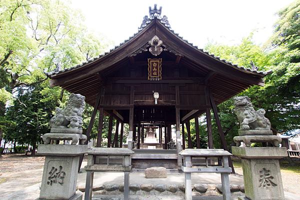 川前白山社狛犬と拝殿