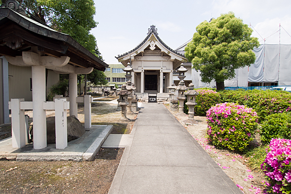 土之宮神明社参道と拝殿