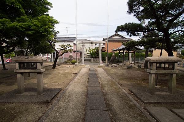 七所社境内の風景