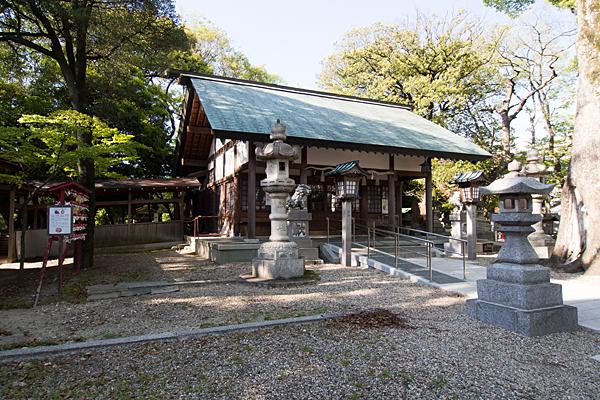 金城六所神社拝殿斜めから