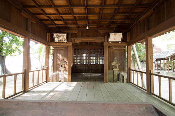 篠原八幡社拝殿内