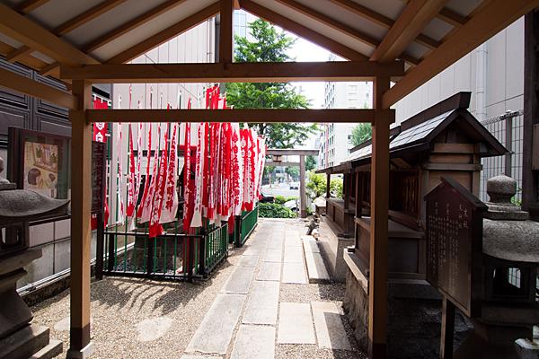 丸の内白山神社境内の風景
