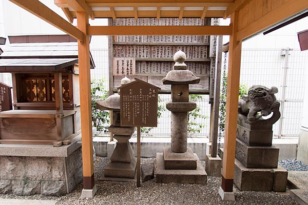 丸の内白山神社灯籠その他
