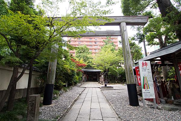 洲嵜神社二の鳥居と参道