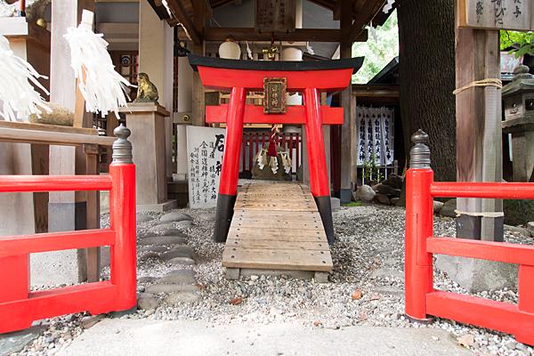 洲嵜神社石神
