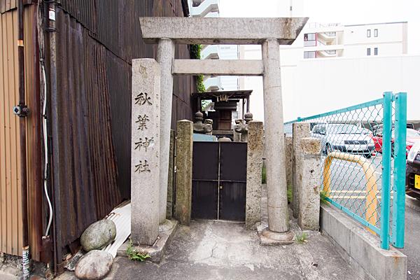 名駅南秋葉神社正面