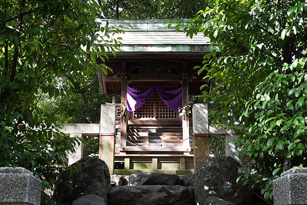 間黒神社本殿