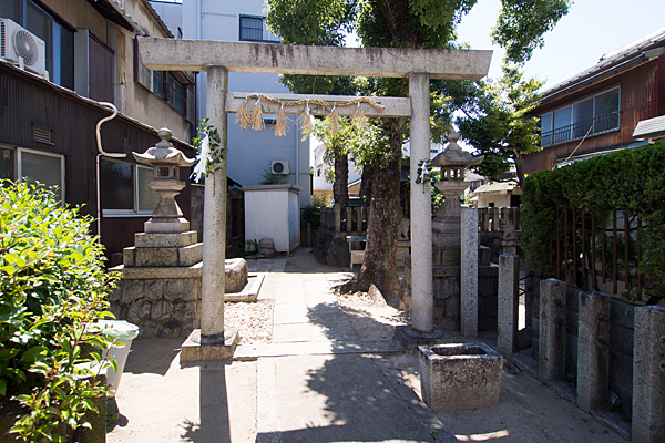 横田神社鳥居前