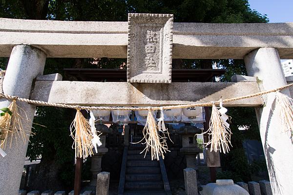 伝馬熱田社鳥居と額