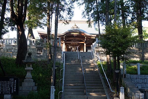 景行天皇社石段を登る