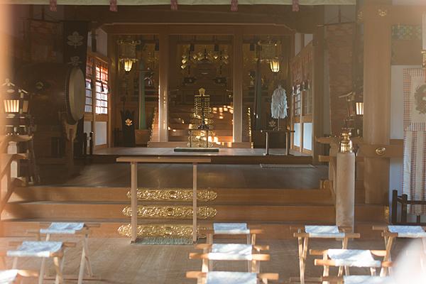 景行天皇社拝殿から見る本殿