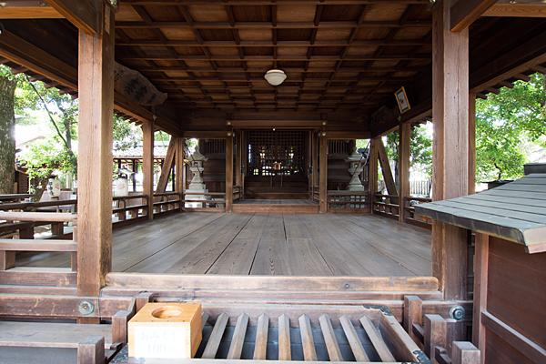 石仏白山社拝殿内