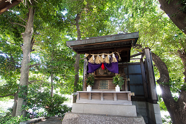 松原山神社本殿
