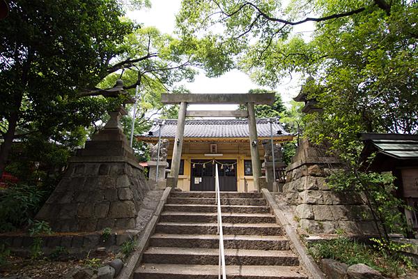 御劔町八劔社拝殿前鳥居