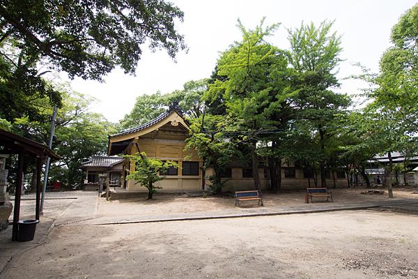 御劔町八劔社境内の風景