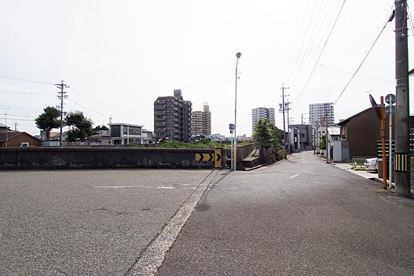 河岸町秋葉神社少し離れて全景