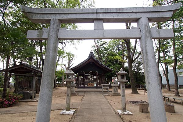 東栄町八幡社鳥居と拝殿