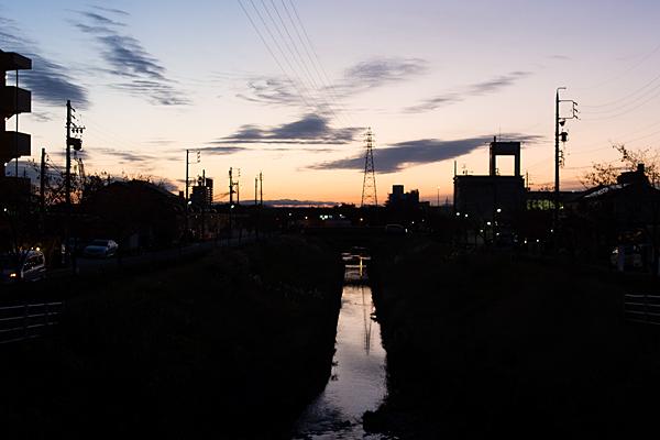 川辺香流川夕暮れ