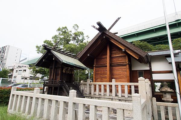 六番神明社社殿横から