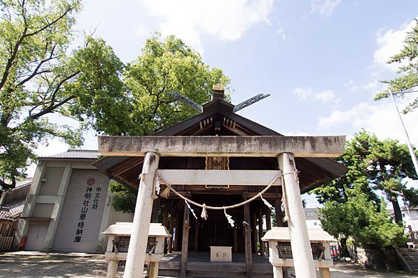 戸田神明社鳥居と拝殿