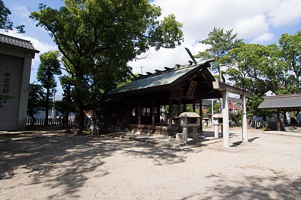 戸田神明社社殿横から