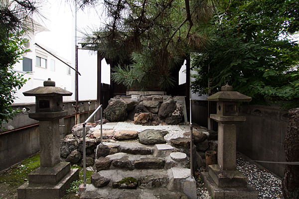 古新神社社前