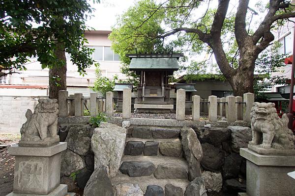柳島神社本社と狛犬