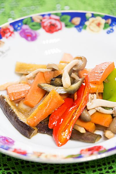 ナスと野菜の炒め物
