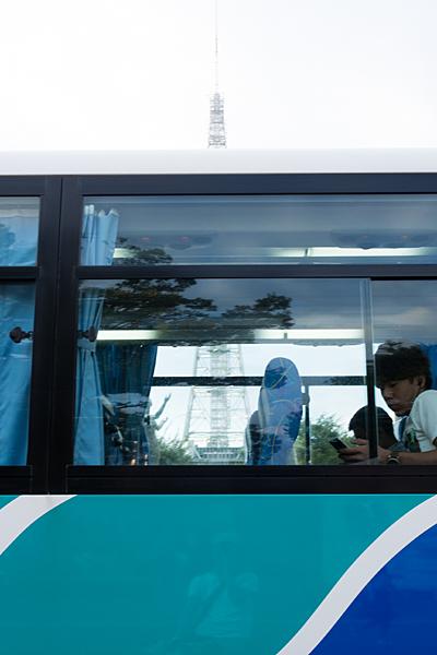 バスとテレビ塔