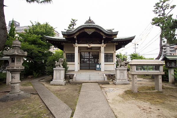 東起白山社拝殿