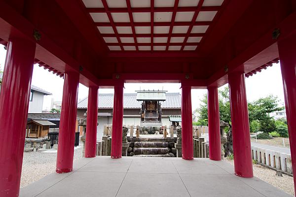 中郷津島社拝殿内から本殿