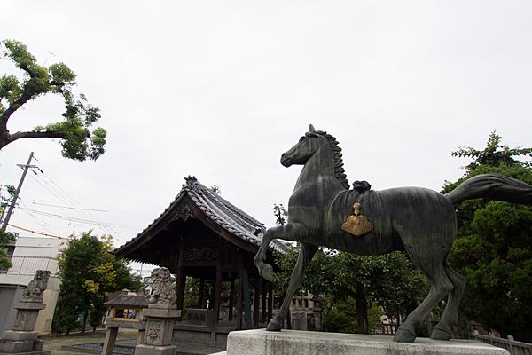 野田八王子神社馬像