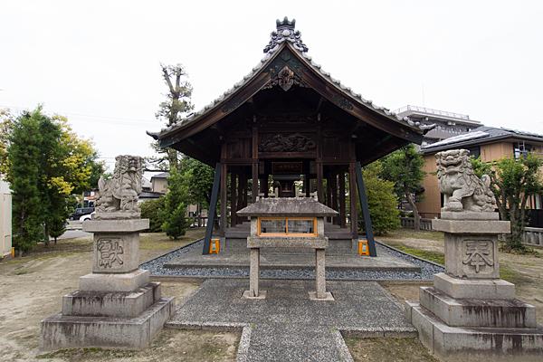 野田八王子神社拝殿と狛犬