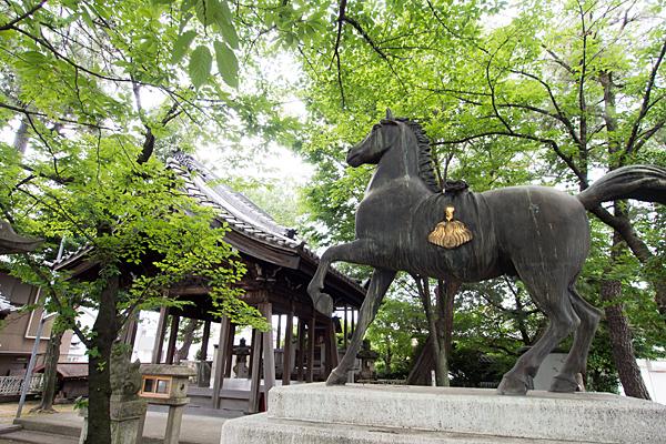 野田三狐神社馬像