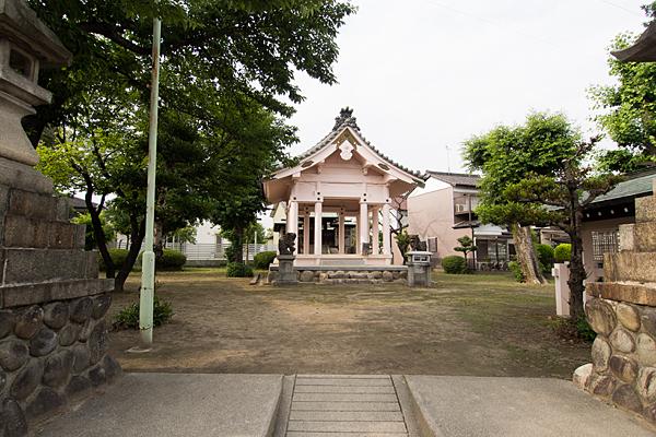 大当郎白山社入り口から拝殿