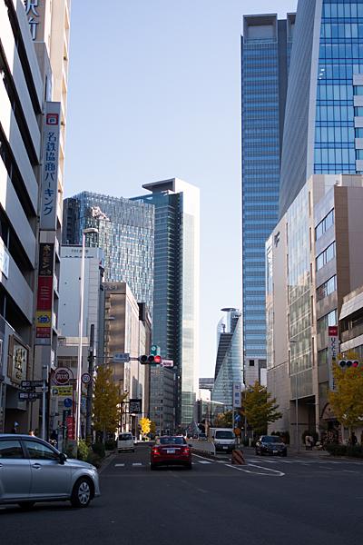 駅前のタワー風景