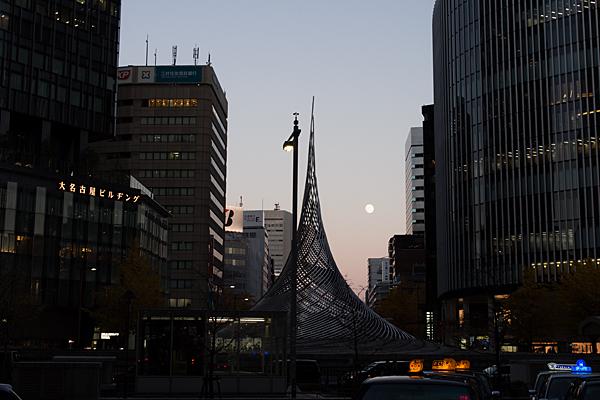 桜通口駅前風景
